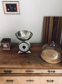 Retro Küchenwaage / vintage Kommode / Very woody