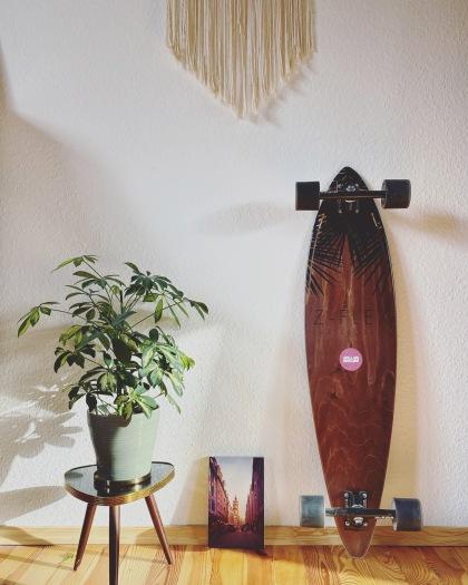 Happy Place / Makramee / Longboard / Dreibeinhocker mit Pflanze